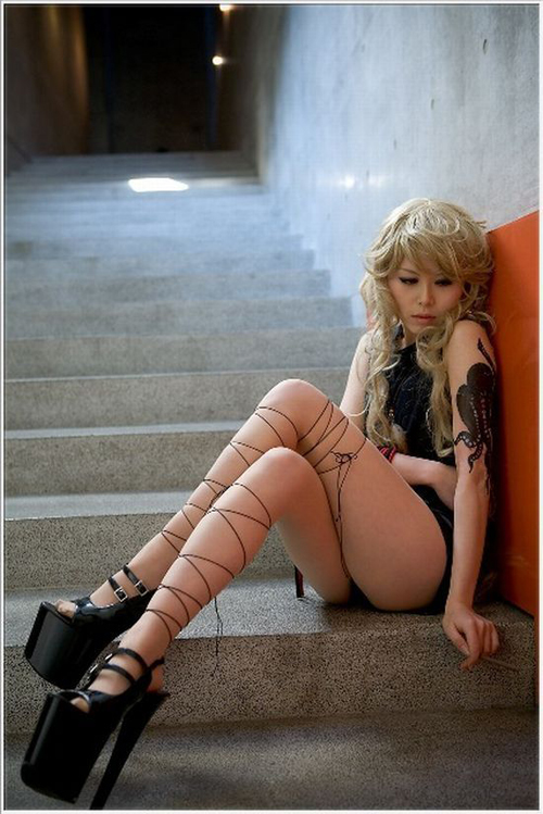 Some ladies would kill to get this Cosplayer's sexy platform heels, ...
